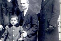 Mi padre Salvador (abajo) junto a mi abuelo Francesco, mi abuela Rosa Biondi y mi tio Pablo. (Circa 1918)